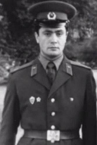 Петро Порошенко під час проходження служби в Радянській Армії.