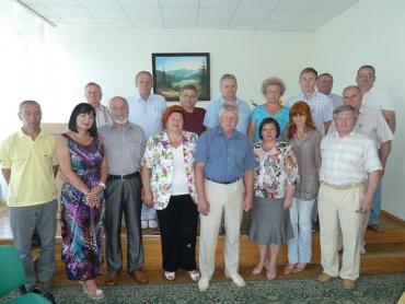 Колективне фото журналістів і керівництва Закарпатської облпрофради.