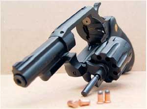 """В ужгородца изъят стартовый сигнальный пистолет """"Шмайсер"""" калибра 8 мм"""