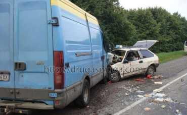 В Винницкой области лихач на ВАЗе протаранил микроавтобус