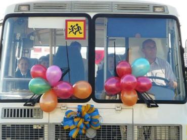 К 1 сентября школам Закарпатья подарили 13 автобусов