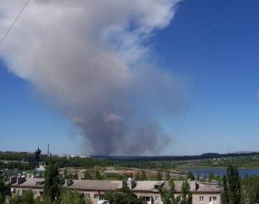 Над северной частью Донецка стоит столб дыма