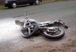 В Тячевском районе мотоциклист сбил электроопору
