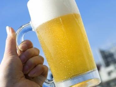 Американка вынесла из магазина ящик холодного пива