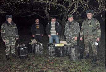 Три контрабандиста пытались переправить сигареты в Румынию