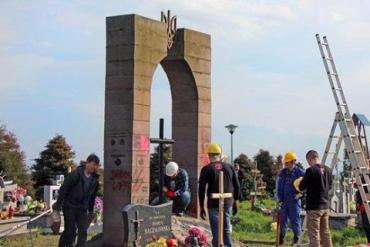 В Польше демонтировали памятник фашисткому отребью УПА
