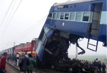 В Индии из-за тумана столкнулись шесть поездов
