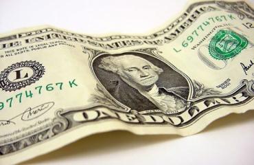 Курс доллара в обменниках вырос на копейку