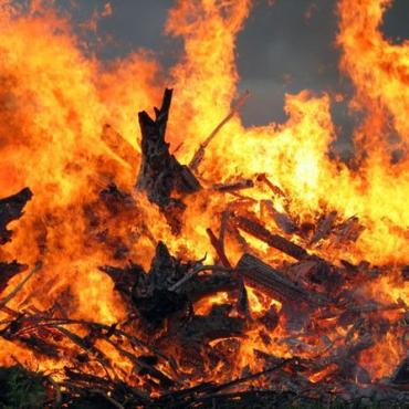 К возгоранию привело неосторожное обращение с огнем
