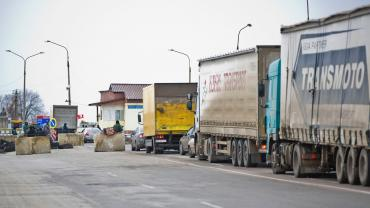 Под Киевом на Бориспольской окружной скопилось более 200 фур