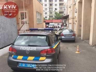 В отеле Киева мужчины двое суток насильно удерживали женщину