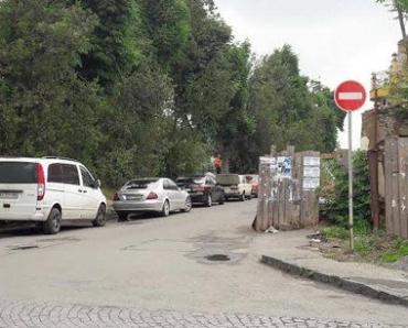 "На двух набережных в Ужгороде установили знаки ""Въезд запрещен"""