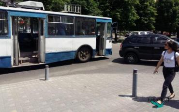 Тролейбус відправив маленьких велосипедистів до лікарні