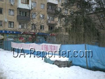Жителі багатоповерхових будинків в Ужгороді шукають управу на Ратушняка