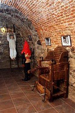 """У """"Кімнаті тортур"""" Ужгородського замку"""