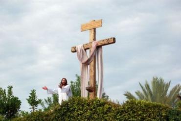 Инсценировка распятия Христа на Флориде