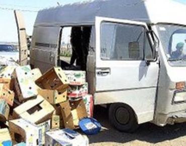 В тайнике под потолком микроавтобуса спрятался нелегал