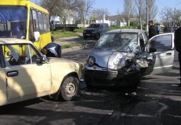 """Дэу Матиз"" не разминулся с машинами на улице Николаева"