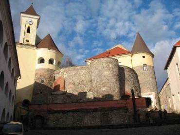 Кому принадлежит замок «Паланок»?