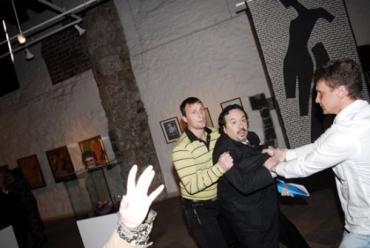 Вадим Макаренко устроил дебош в музее декоративного искусства