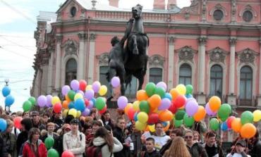 Радужный флэш-моб в Санкт-Петербурге