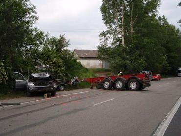 В Чехии прицеп изрядно побил два автомобиля