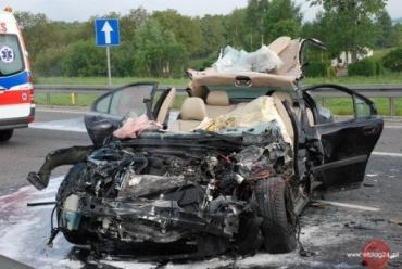 Volvo врезался в грузовик и превратился в груду металлолома