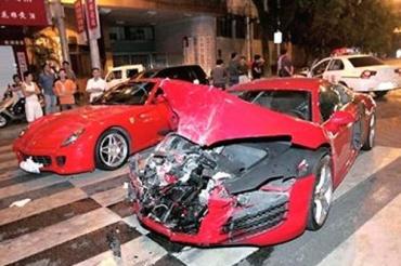В Китае Audi R8 врезалась в Ferrari 599 GTB