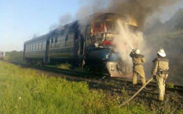 Пасажири дивом врятувалися із палаючого потяга на Закарпатті