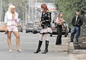 31-летний закарпатец за 300 гривен «продал» двух девушек.