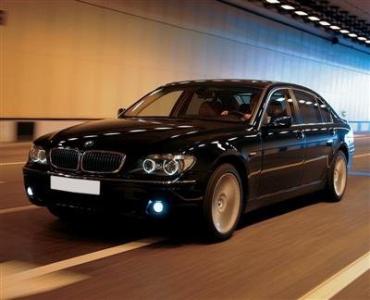 На закарпатской границе контрабандист обменял свой BMW на 15 блоков сигарет