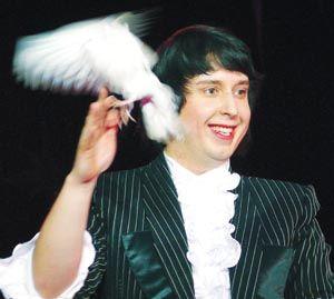 Шоу 25-летнего чародея Евгения Новоселов а- гвоздь новой цирковой программы Grandillusion.