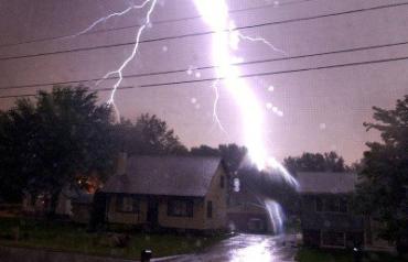 В Индии молния попала в дом