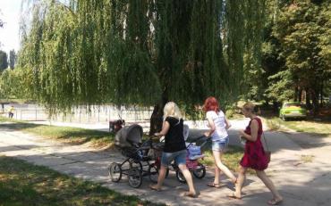 Озеро в дитячому парку перетворилося на борщ