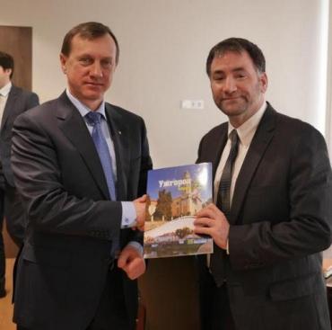 Посол США в Украине Майлс Дадли и мэр города Богдан Андриив