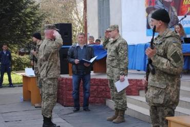 Торжество началось с минуты молчания по погибшим на Востоке защитниками Родины