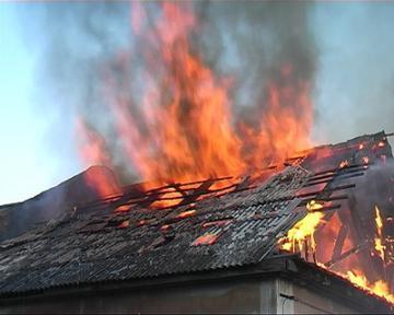 Огонь уничтожил лишь 20 кв.м кровли и перекрытия на площади 1 кв. м