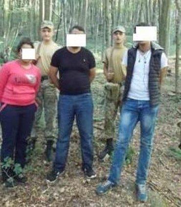 В лесах Закарпатье пограничники задержали трех нелегалов из Марокко