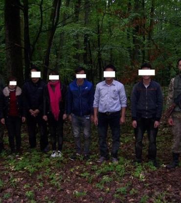 В Закарпатье задержали полтора десятка вьетнамцев-нелегалов