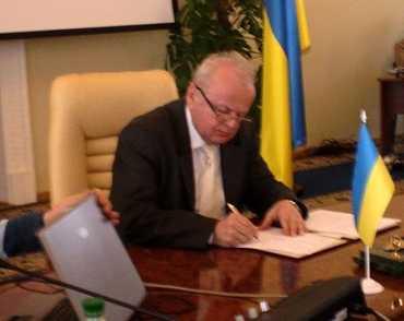 Михайло Кічковський підписує Декларації про створення Асамблеї єврорегіонів