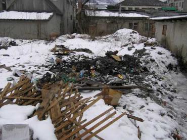 У Міжгір'ї вулиці і провулки потопають у смітті