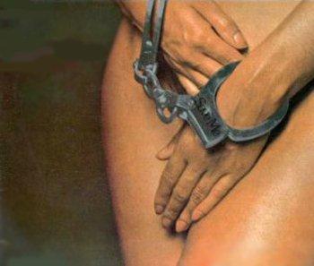 Полковника ГРУ обвиняют в продаже в рабство более 130 женщин