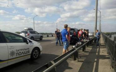 На Кайдакському мосту затримали водія Lexus, який підстрелив людину