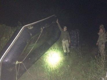 В Закарпатье програничники обнаружили 29 ящиков сигарет и лодку