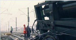 В столкновении двух товарных составов погиб машинист