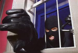 Домушника затримали, коли той вже намагався втекти