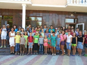 Діти медиків Закарпаття – в оздоровчому таборі «Хвиля» в Одеській області.