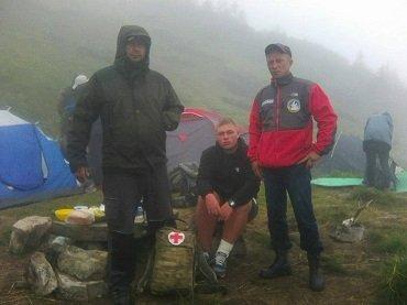 Закарпатские спасатели помогают туристам в Карпатах