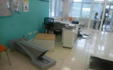 Люди розгромили офіси Київенерго