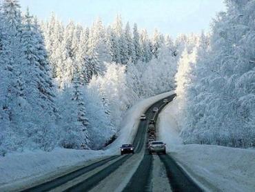 Интенсивный снег затрудняет автомобильное движение в Закарпатье
